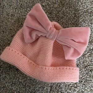 Winter hat with bow